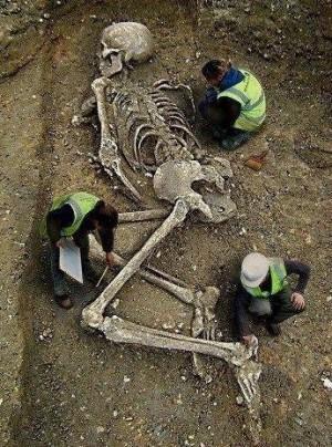 Anunnaki scheletri giganti