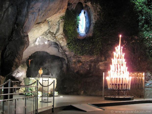 Grotta delle apparizioni a Lourdes